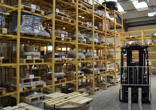 Fixed welded steel palet racking system