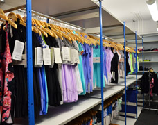 Inboard hanging rails for sports clothing