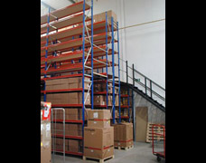 Multi-Tier Longspan Racking Raised Walkway