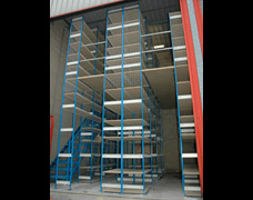 Multi-tier shelving in a warehouse