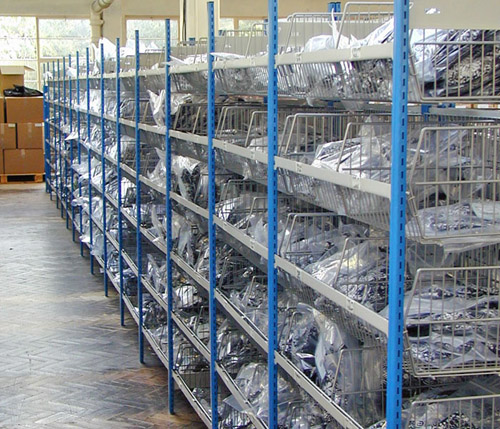 Charmant Wire Basket Shelving Racks ...